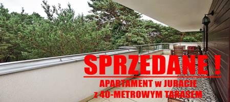 SPRZEDANY ! Apartament w Juracie, zanurzony w zieleni, z szumem morza i         juracką bryzą i z 40-metrowym tarasem !